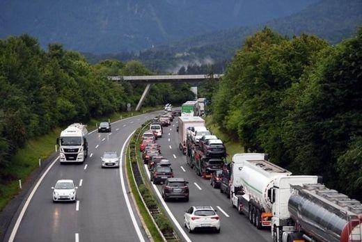 Mühsame Fahrt in den Urlaub: Es herrscht Stau auf der Karawankenautobahn.