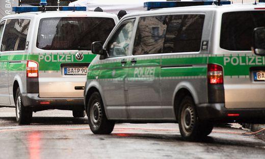 Donauwörth: 50 aggressive Bewohner blockieren Abschiebung - wie reagiert Polizei?
