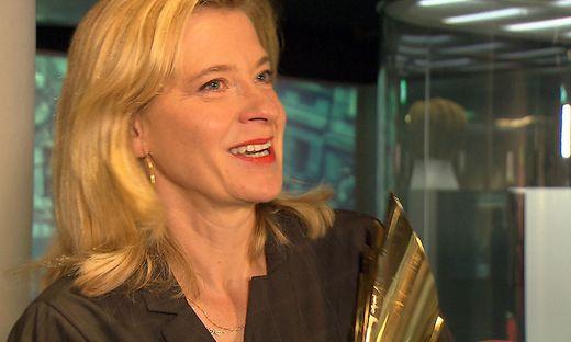 Caroline Peters wurde als beste Schauspielerin mit einem Nestroypreis ausgezeichnet