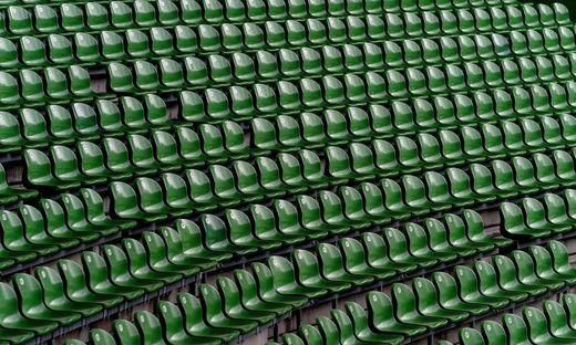 Ein leeres Fußballstadion in Deutschland. Am Wochenende Kulisse der ersten Geisterspiele in der Bundesliga.