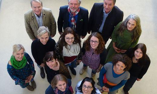 """Die zehn Schulsozialarbeiterinnen, Sozialhilfeverbands- Obmann Rudolf Grabner, Andreas Raith- Pretterhofer und Franz Rosenberger (beide """"Weiz sozial"""")"""
