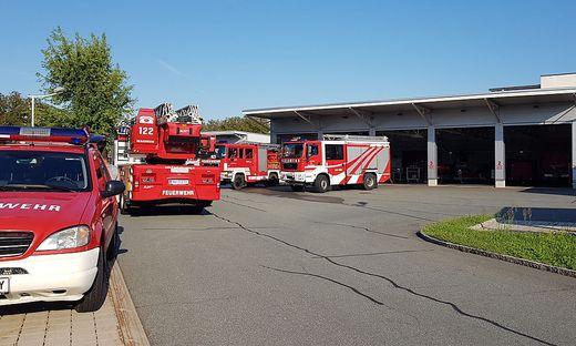 Feuerwehr vor Sicherheitszentrum