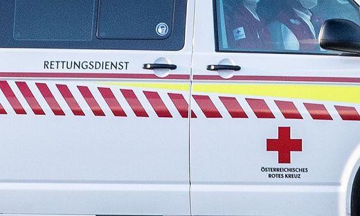 Rettungsauto Rettung im Einsatz Blaulicht Rettungsfahrzeug