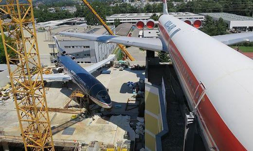 Die Boeing (links) und die Iljuschin warten noch auf ihren großen Auftritt