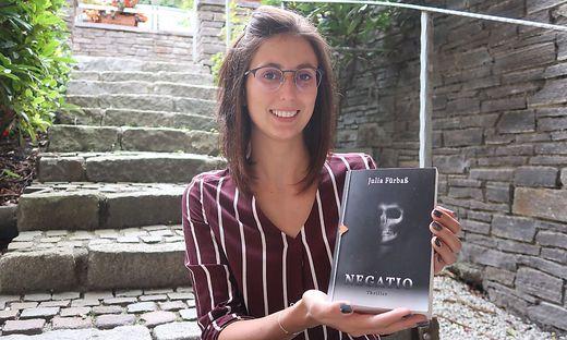 Julia Fürbaß ist 27 Jahre alt und hat im Frühjahr ihr erstes Buch veröffentlicht
