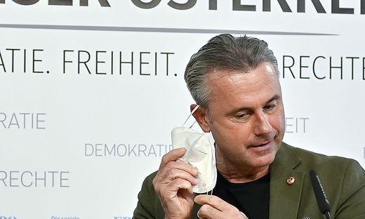 Parteichef Norbert Hofer: Wer lässt heute die Maske fallen im blauen Maskentanz?