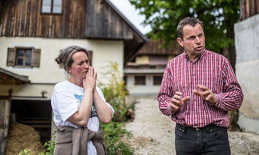 Isa und Sepp Priebernig haben ihr ganzes Leben hart gearbeitet und stehen, wie andere Görtschitztaler, und ohne etwas dafür zu können, vor einem Scherbenhaufen