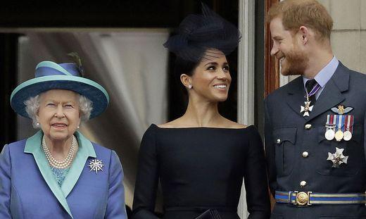 Ein Bild aus besseren Tagen: Die Queen und die Sussexes