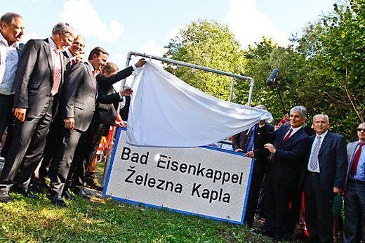 Mit einem Festakt wurden vor zehn Jahren neue zweisprachige Ortstafeln aufgestellt