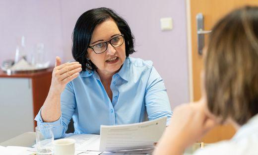 Bildungsdirektorin Elisabeth Meixner im Gespräch mit Petra Prascsaics