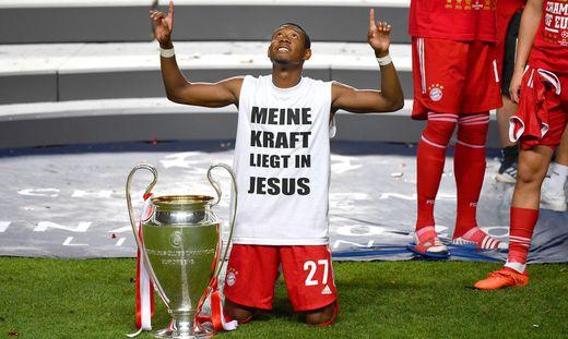 Fussball Champions League/ Finale/ Paris St. Germain - Bayern Muenchen 0-1 David ALABA (Bayern Muenchen) mit Cup,Pokal,