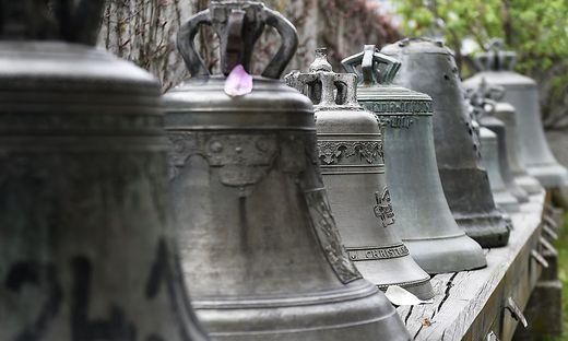 Glocken läuten fünf Minuten lang gegen den Hunger