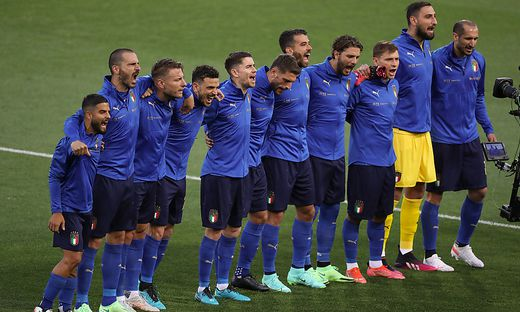 Bologna, Italy, 4th June 2021. The Italy team sings it s National anthem during the International Football Friendly matc