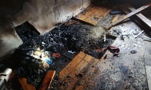 Die Feuerwehr konnte den Brand unter schwerem Atemschutz löschen, die Bewohner wurden ins Spital gebracht