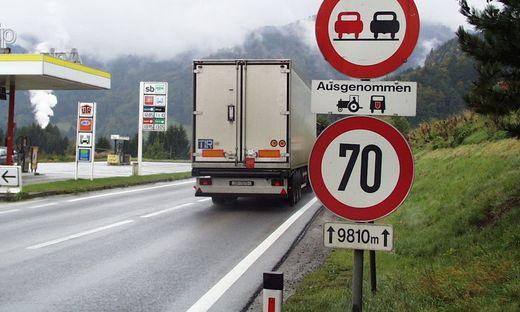 Auf der B 320 gilt den ganzen Sommer über wochenends Fahrverbot für Lkw