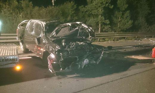 Das Auto wurde bei dem Unfall schwer beschädigt