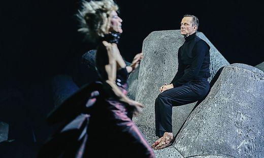 Furioses Duo: Bibiana Beglau (Thusnelda) und Markus Scheumann (Hermann)