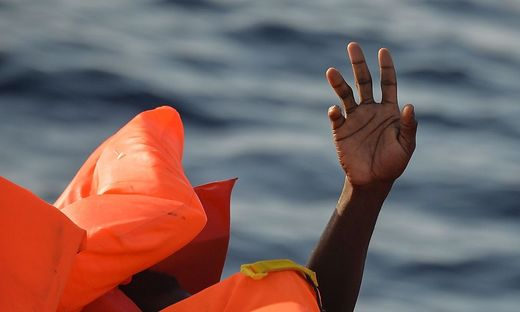 TOPSHOT-ITALY-IMMIGRATION-REFUGEES-RESCUE