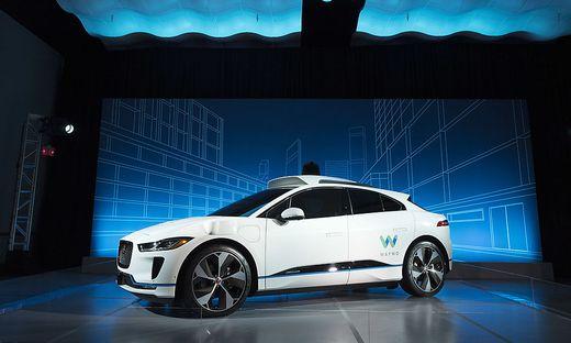 Mit Roboter-Technologie von Waymo ausgestatteter Jaguar I-Pace