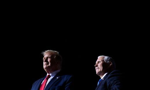 Was passiert, wenn Trump ausfällt?Der US-Präsident und sein Vize Mike Pence
