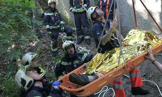 Mann in Wien zehn Meter tief in Graben gestürzt