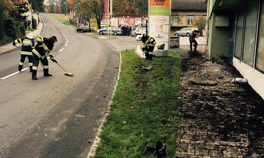 Die Feuerwehr Kaindorf reinigte die Unfallsstelle
