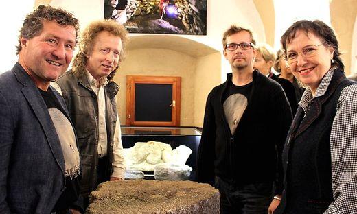 Das Sub-Terra-Team bei der Eröffnung: Bernd Holzer, Heinrich Kusch, Obmann Johann Schweighofer und Ingrid Kusch (von links)
