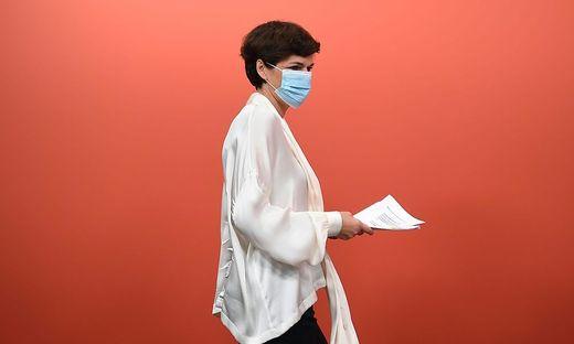 Pamela Rendi-Wagner ist  für eine Wiedereinführung der Maskenpflicht in geschlossenen Räumen