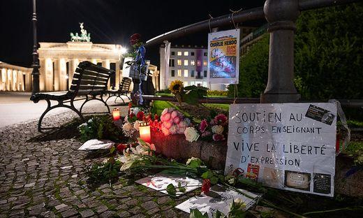 Nach Ermordung eines Lehrers bei Paris - Gedenken in Berlin