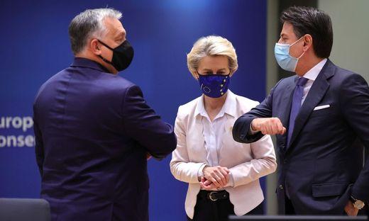 Viktor Orbán, Ursula von der Leyen und Giuseppe Conte beim EU-Gipfel in Brüssel