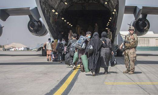 Die Frage, ob Österreich Flüchtlinge aus Kabul aufnehmen soll, beschäftigt derzeit Regierungen und NGOs.