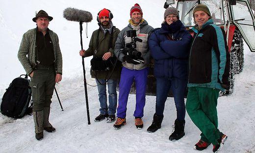 Michael Ošina (links) und Zdravko Haderlap (rechts) mit Johannes Stelzl (Ton), Seppi Dabringer (Bild), Catharina Kleber (Regie)