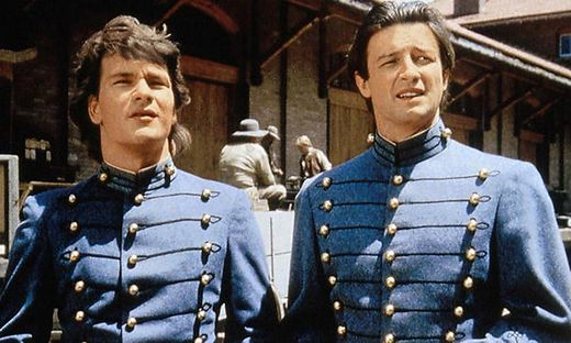 In den Hauptrollen: Patrick Swayze (Orry Main) und James Read (George Hazard)