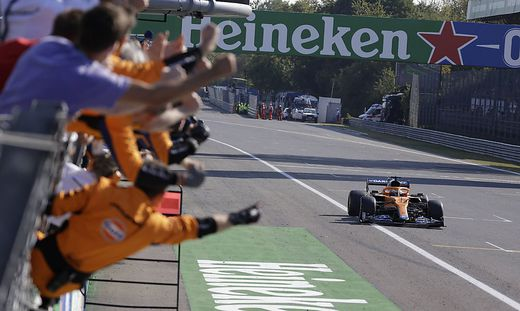 Formula 1 2021: Italian GP AUTODROMO NAZIONALE MONZA, ITALY - SEPTEMBER 12: The McLaren team cheer from the pit wall as