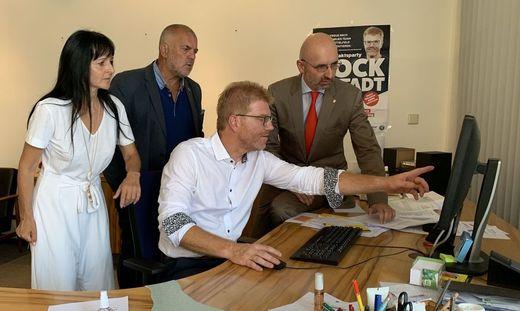 die Knittelfelder SPÖ-Spitzen Martina Stummer, Erwin Schabhüttl, Harald Bergmann und Guido Zeilinger warten gespannt aufs Ergebnis