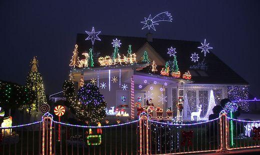 Weihnachtsbeleuchtung bei diesen h usern geht nicht nur - Weihnachtsbeleuchtung garten ...