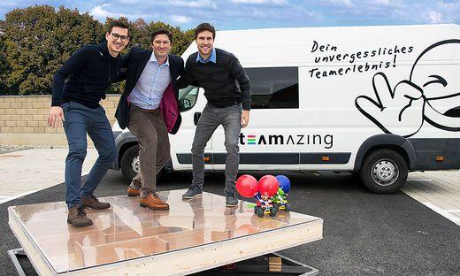 Teamazing-Chefs Paul Stanzenberger und Andreas Mairold mit Investor Maximilian Seidel (Mitte)