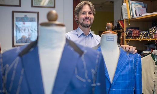 Herrenschneider Martin Rossmann in ihrem Atelier