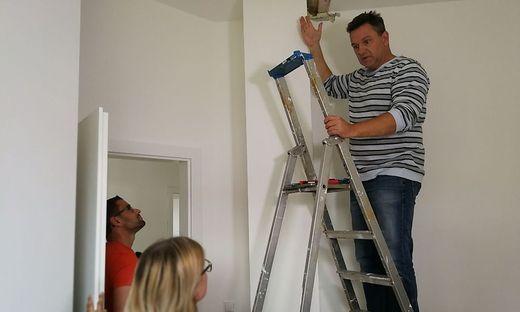 Günther Nussbaumer entdeckt viele Mängel beim Neubau der Familie Burchhart in Völkermarkt