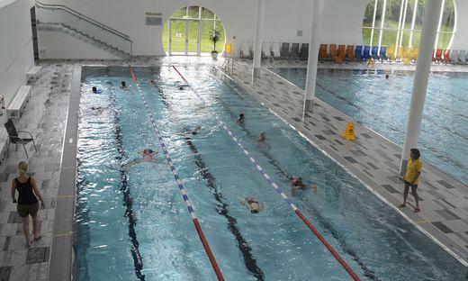 Schwimmlehrerin auf Zeit: Heuer wurde der Posten wieder eingeführt, nächstes Jahr fällt er aber weg (Archivbild)