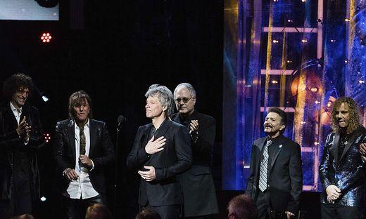 Richie Sambora, Jon Bon Jovi, Howard Stern, Tico Torres, Hugh Mcdonald, David Bryan