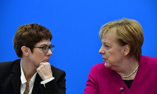 Unerfüllte Hoffnungen: Annegret Kramp-Karrenbauer und Angela Merkel