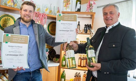 Landessieg Most: die strahlenden Doppellandessieger Michael (l.) und Anton Haspl (r.) vom Mostgut Kuchlbauer in Vorau