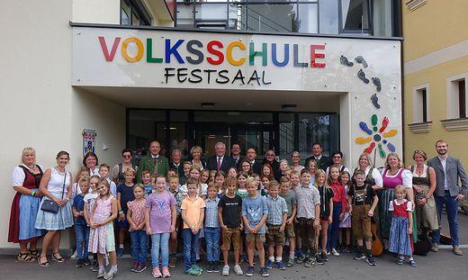 Die Volksschulkinder freuen sich auf den Unterricht in der neuen Schule