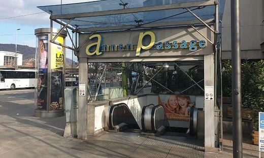 Die letzten noch offenen Geschäfte siedeln nach oben ins Erdgeschoß, dann wird die Passage vorerst geschlossen