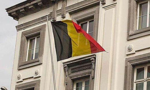 Die Fahnen in Belgien hängen auf Halbmast