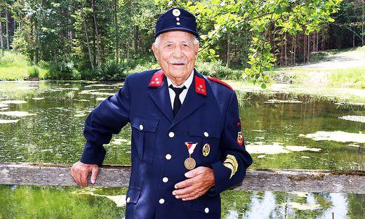"""""""Die anderen sind weggestorben, jetzt bin ich aufgerückt"""", so Peter Hinteregger, mit 101 Jahren Kärntens ältester Feuerwehrmann"""