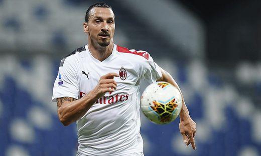 Zlatan Ibrahimovic behält den Ball im Fokus