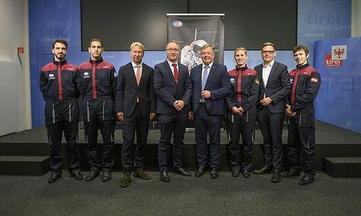 Die Analog-Astronauten-Auswahl mit ÖWF-Chef Gernot Grömer und Landesrat Bernhard Tilg (Bildmitte)