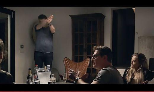 Andreas Lust (im Vordergrund) ist in der Serie als Heinz-Christian Strache zu sehen.